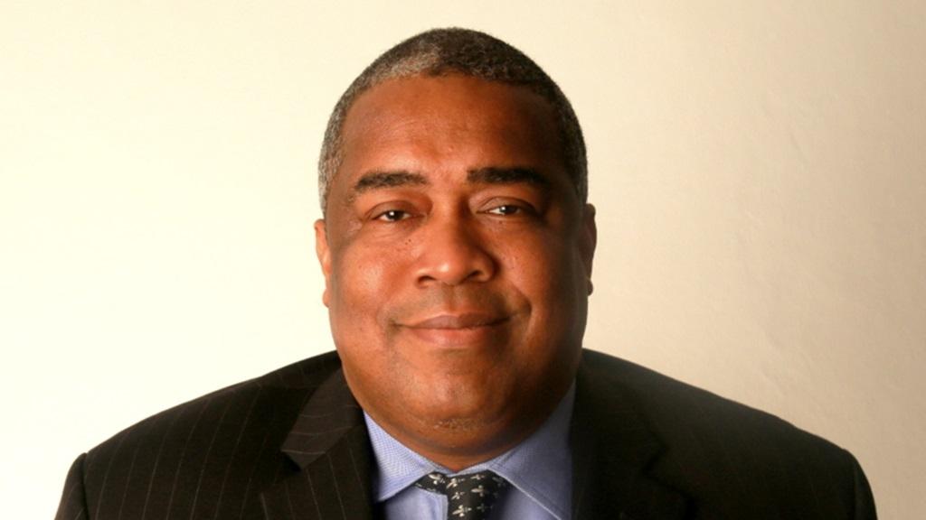 Minister Gilmore Hoefdraad van Financiën.
