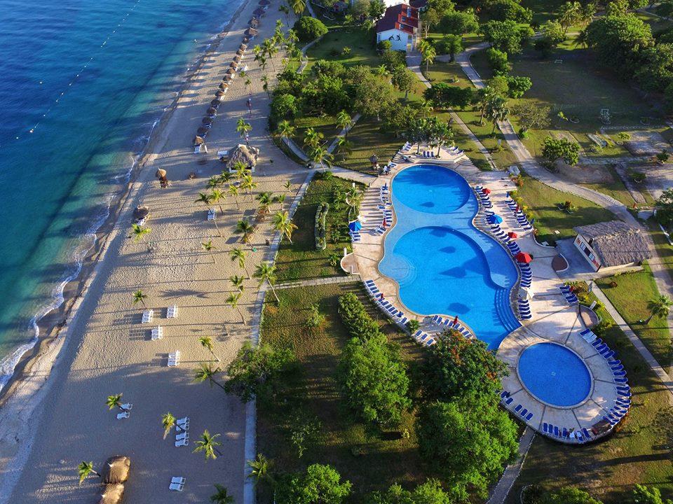 Le Royal Decameroun, nichéee sur la Cote-des-Arcadins, est l'une des plus belles plages d'Haiti
