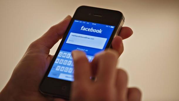 Facebook gaat door met met het controleren van de tijdlijnen van vrouwen.