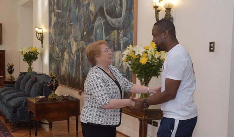 La présidente du Chili, Michelle Bachelet avec Richard Joseph