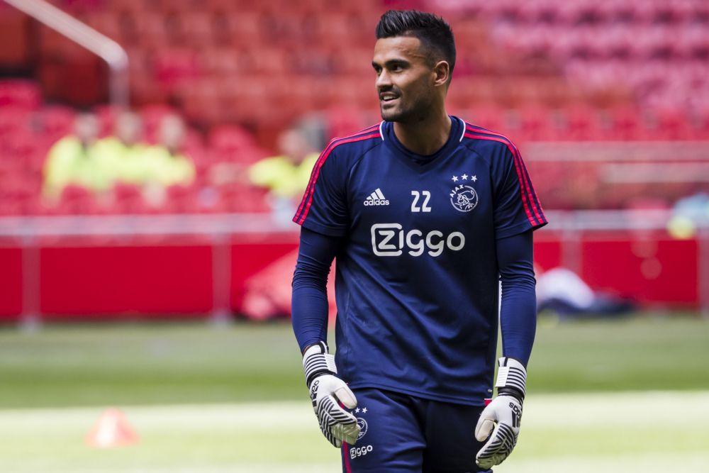 Van Leer kwam afgelopen zomer over van Roda JC en stond slechts één keer onder de lat in een officiële wedstrijd van Ajax.