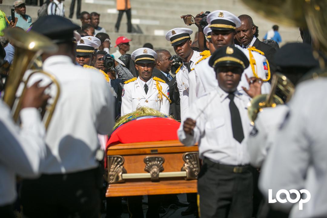 En photos, les funérailles de Manno Charlemagne. Photo : Estailove St-Val