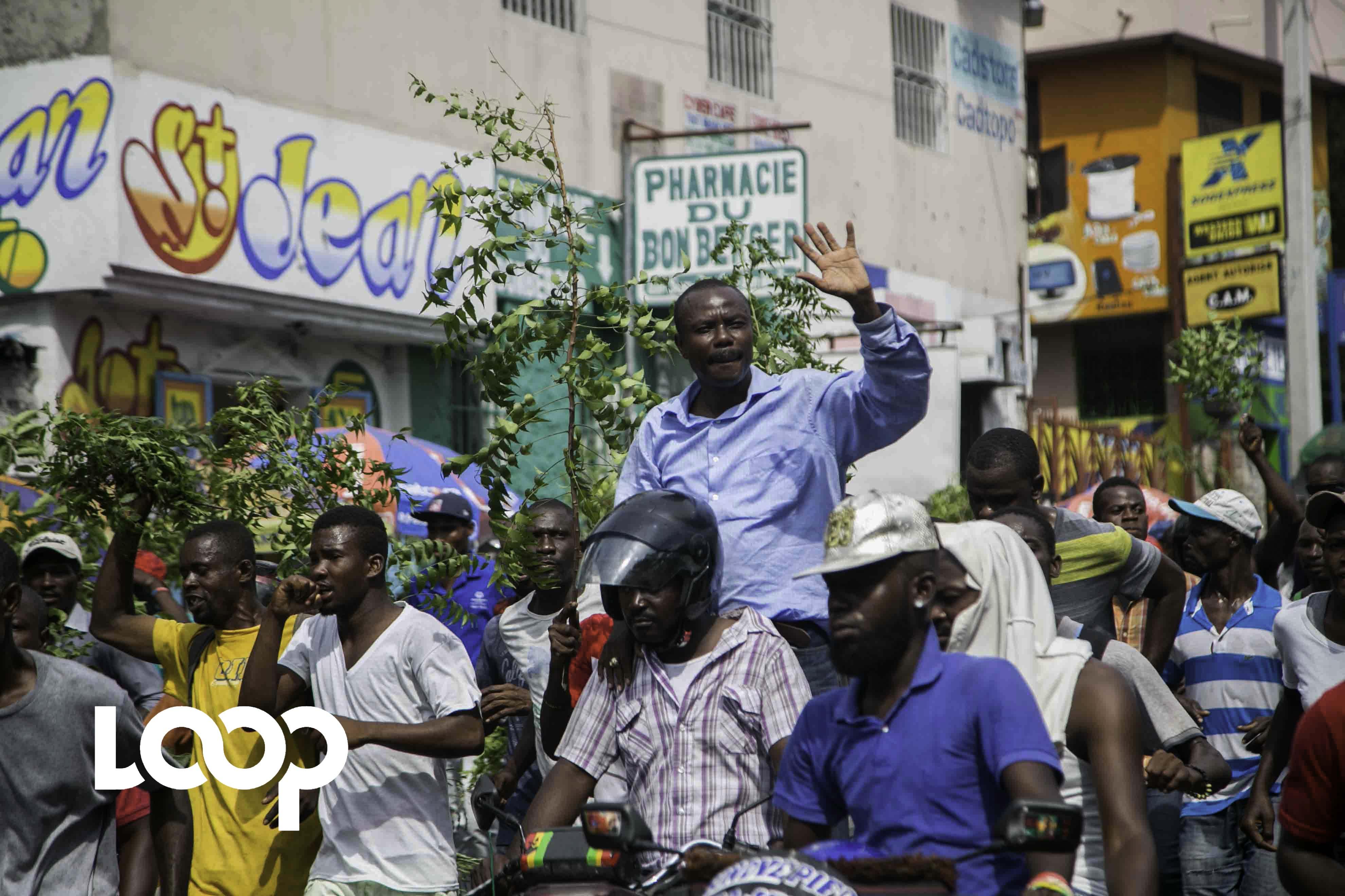 Moise Jean Charles dans une manifestation de rue à Port-au-Prince.