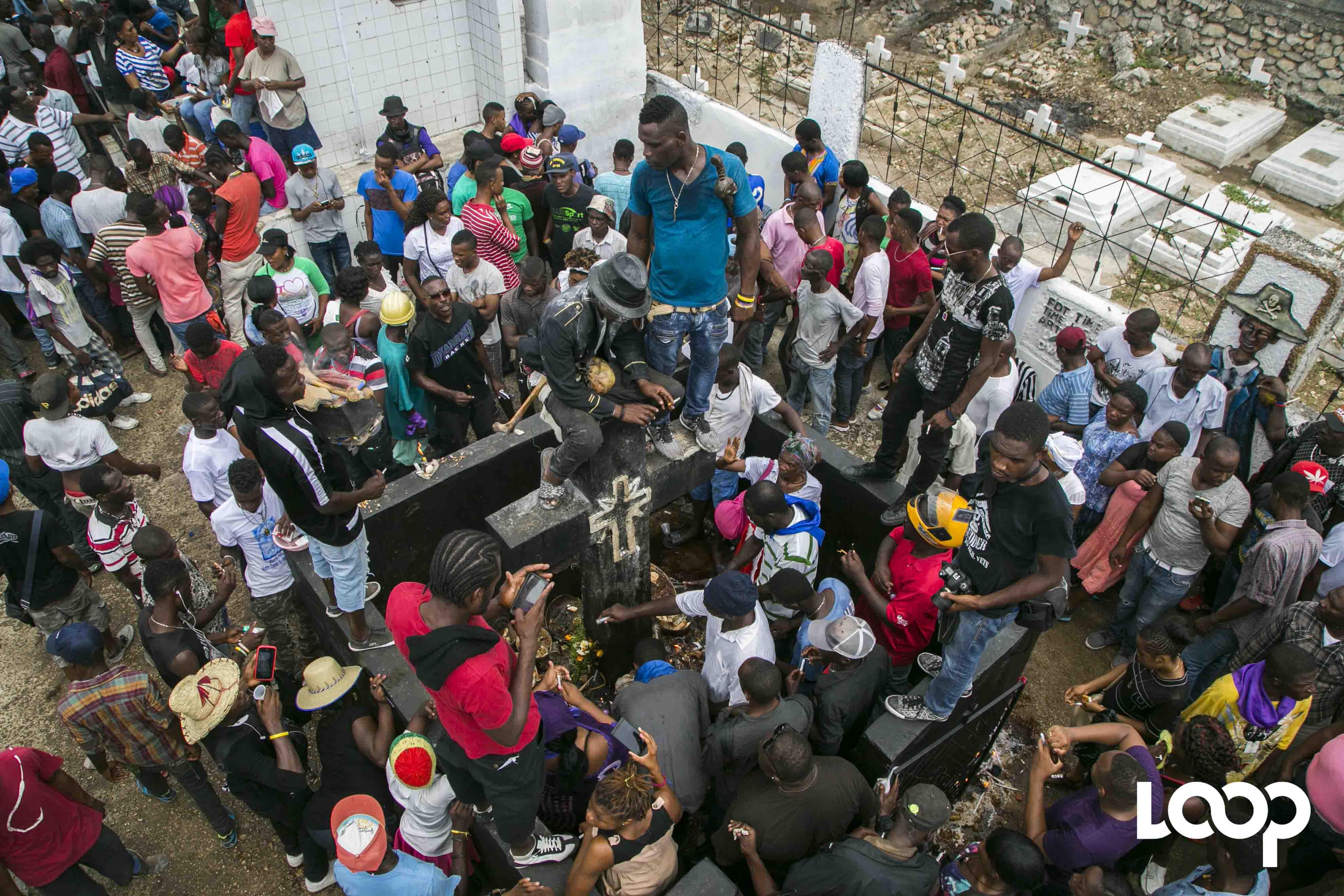 Guédé au cimetière de Port-au-Prince,1er novembre 2017/ Photos: Estailove St-Val/ Loop Haiti