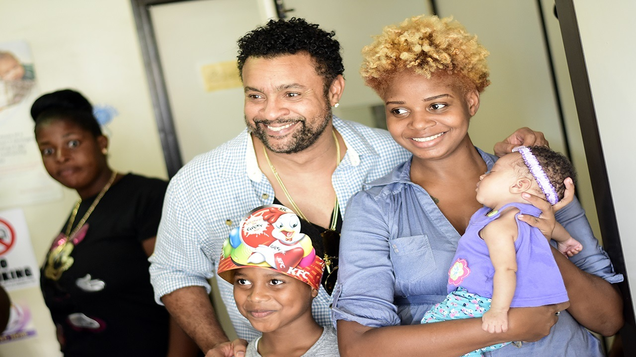 International reggae artiste Shaggy with a patient and parent at Bustamante Hospital for Children on Thursday. (PHOTOS: Marlon Reid)