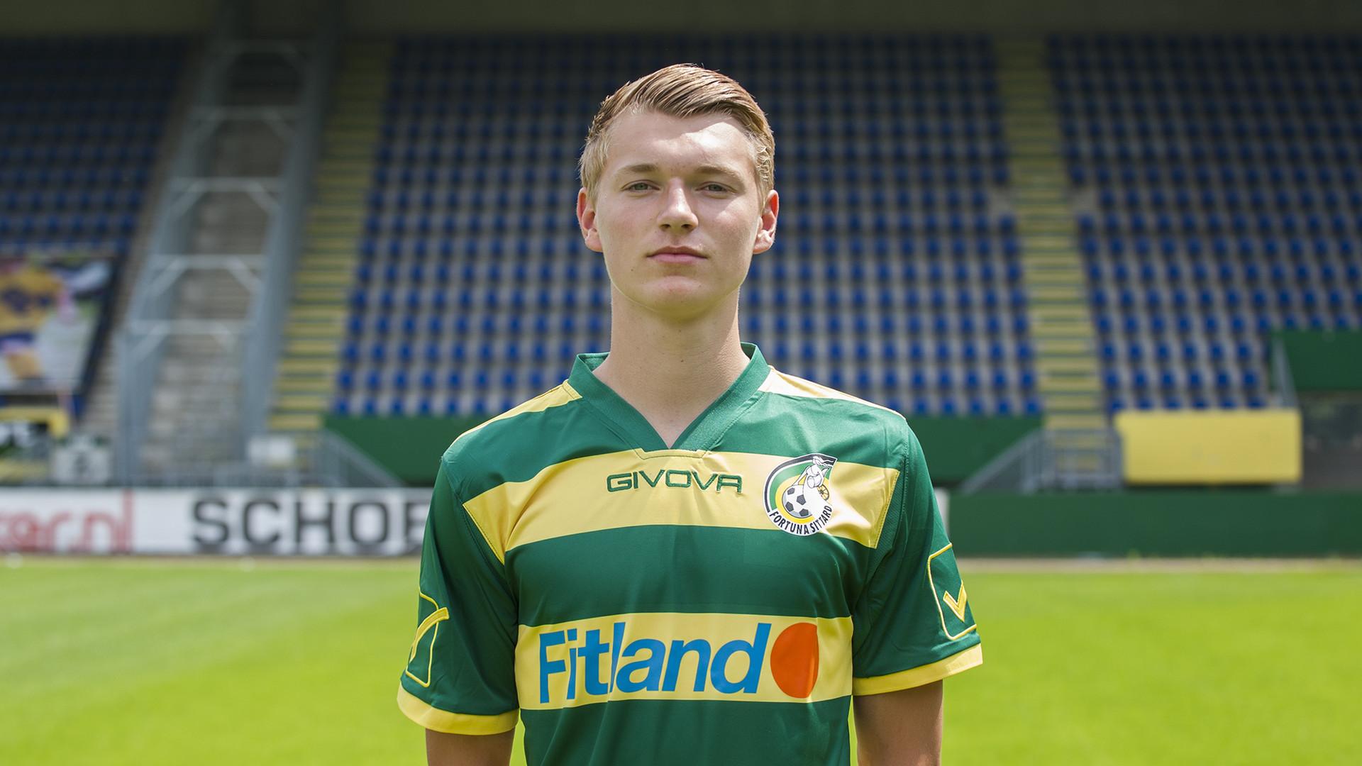 Perr Schuurs is jeugdinternational van het Nederlands elftal onder 19 jaar. De centrale verdediger debuteerde vorig seizoen in de hoofdmacht van Fortuna Sittard.