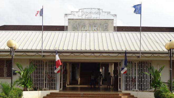 L'entrée de la mairie de Kourou. Photo: France Info