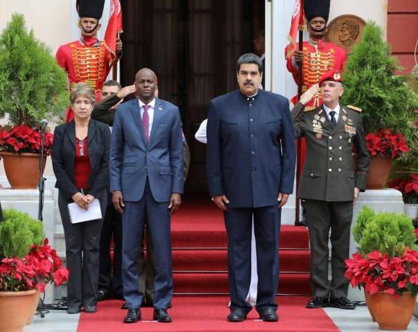 Au centre, le président haïtien Jovenel Moise et le président venezuelien Nicolas Maduro. Photo: Twitter/Nicolas Maduro