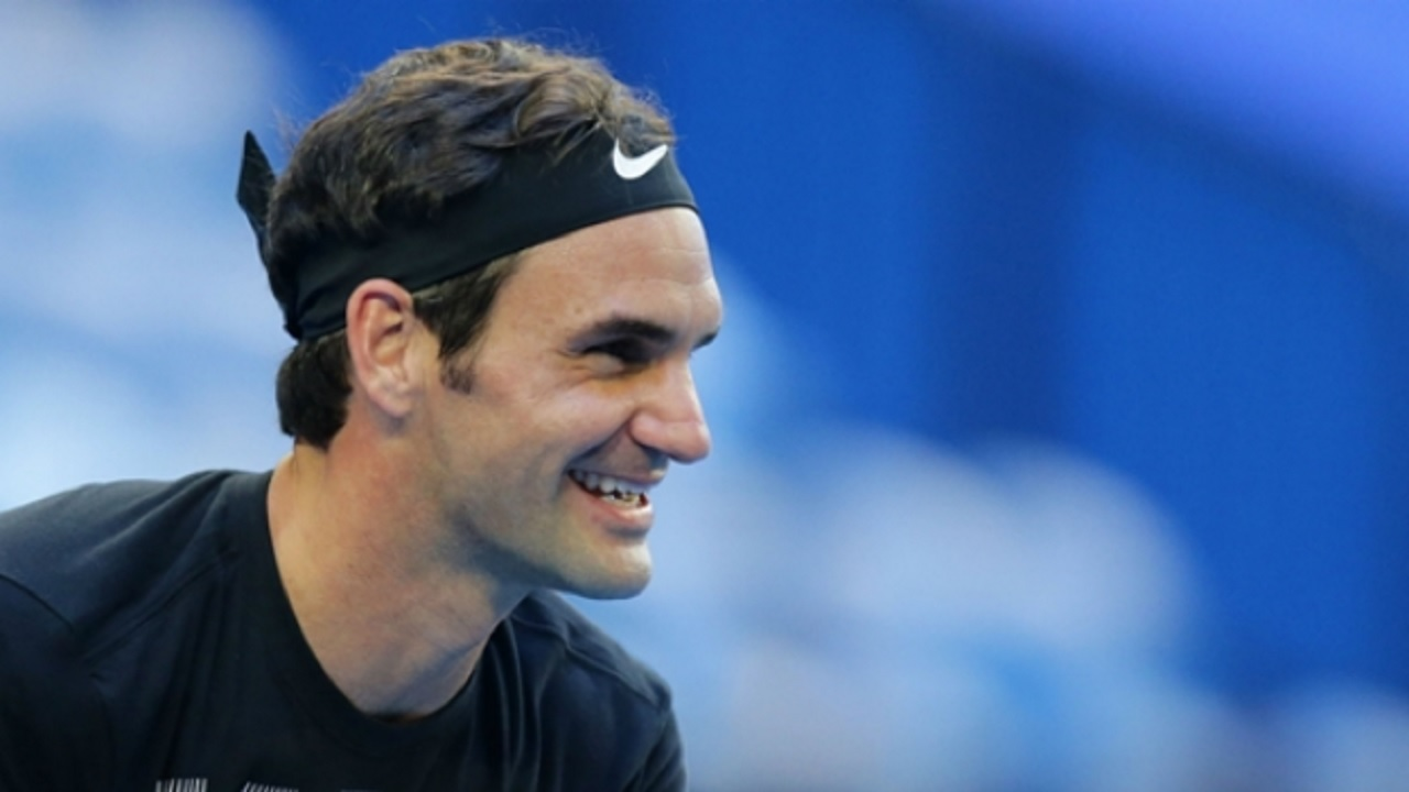 Federer and Djokovic hold court on Open day 6