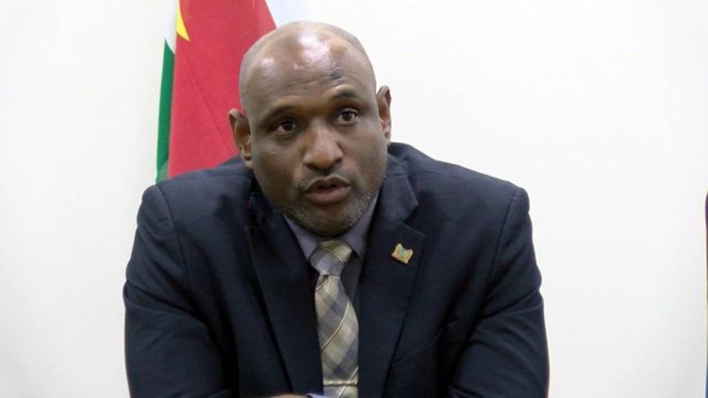 Minister Dodson van Natuurlijke Hulpbronnen