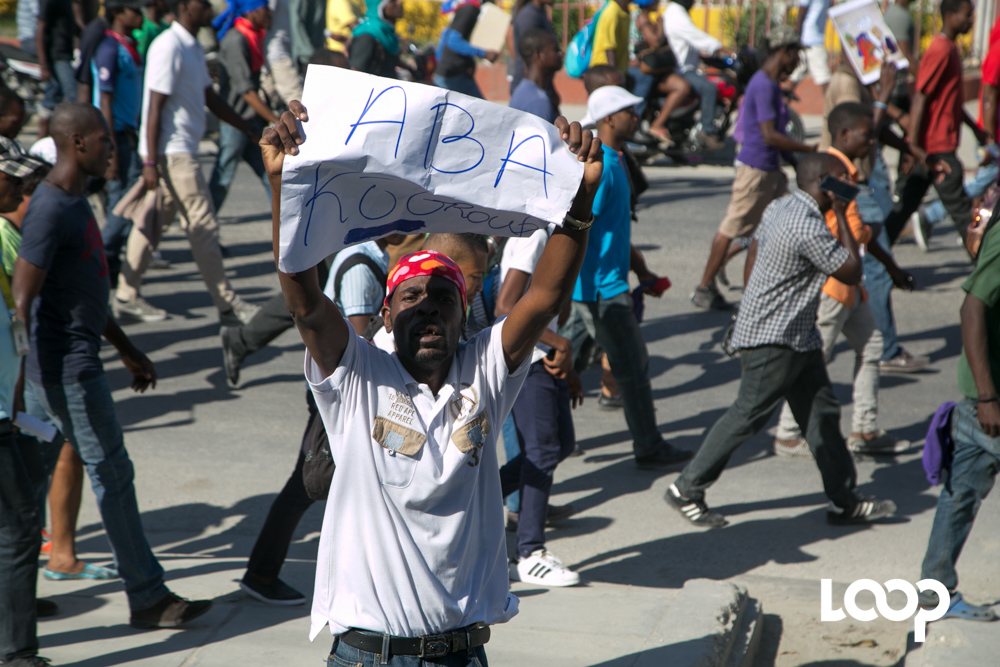 Les manifestants anti-Trump réclament le départ de Jovenel Moise. Photo : Estailove St-Val