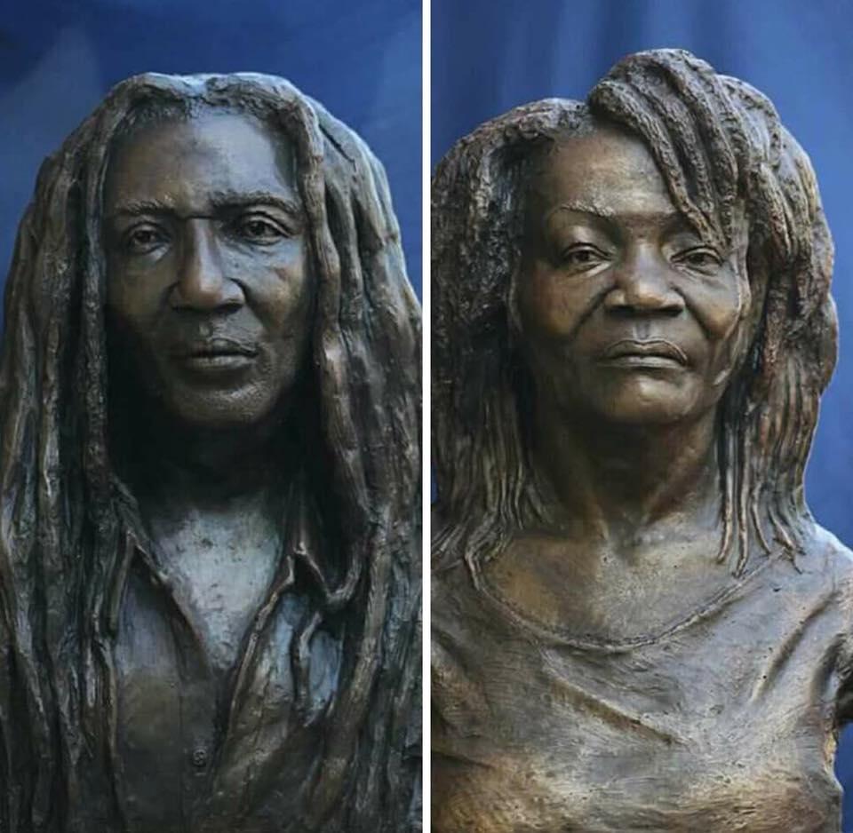 Bustes de Lòlò et Manzè exposés au musée du Parc Historique de la Canne à Sucre.