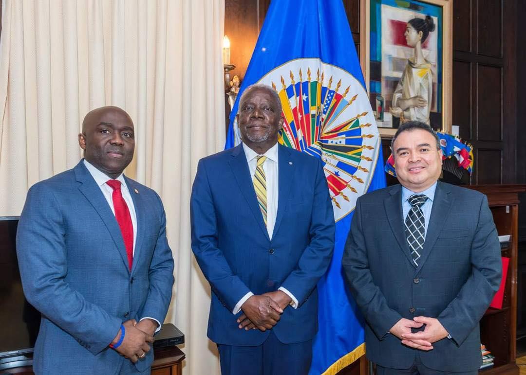 Hervé Denis (au milieu), ministre de la Défense de la république d'Haïti, à Washington.