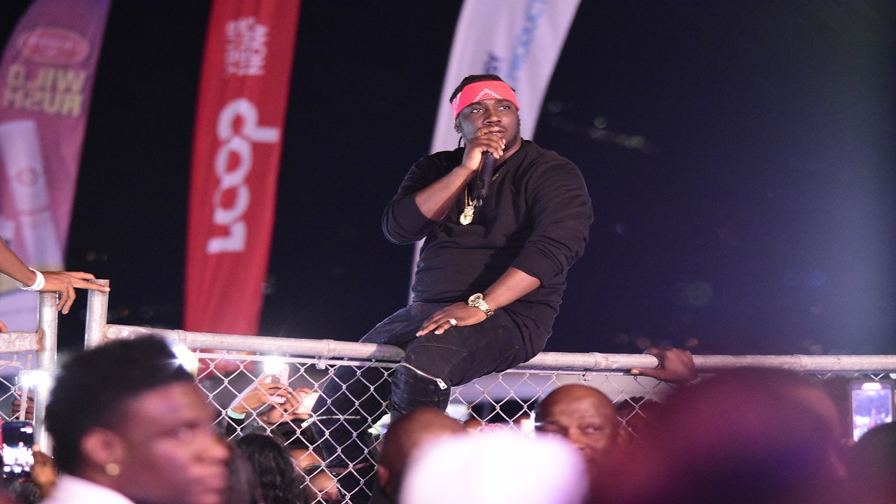 Dancehall star I-Octane performs at the Portmore Music Fest last Friday. (PHOTO: Marlon Reid)