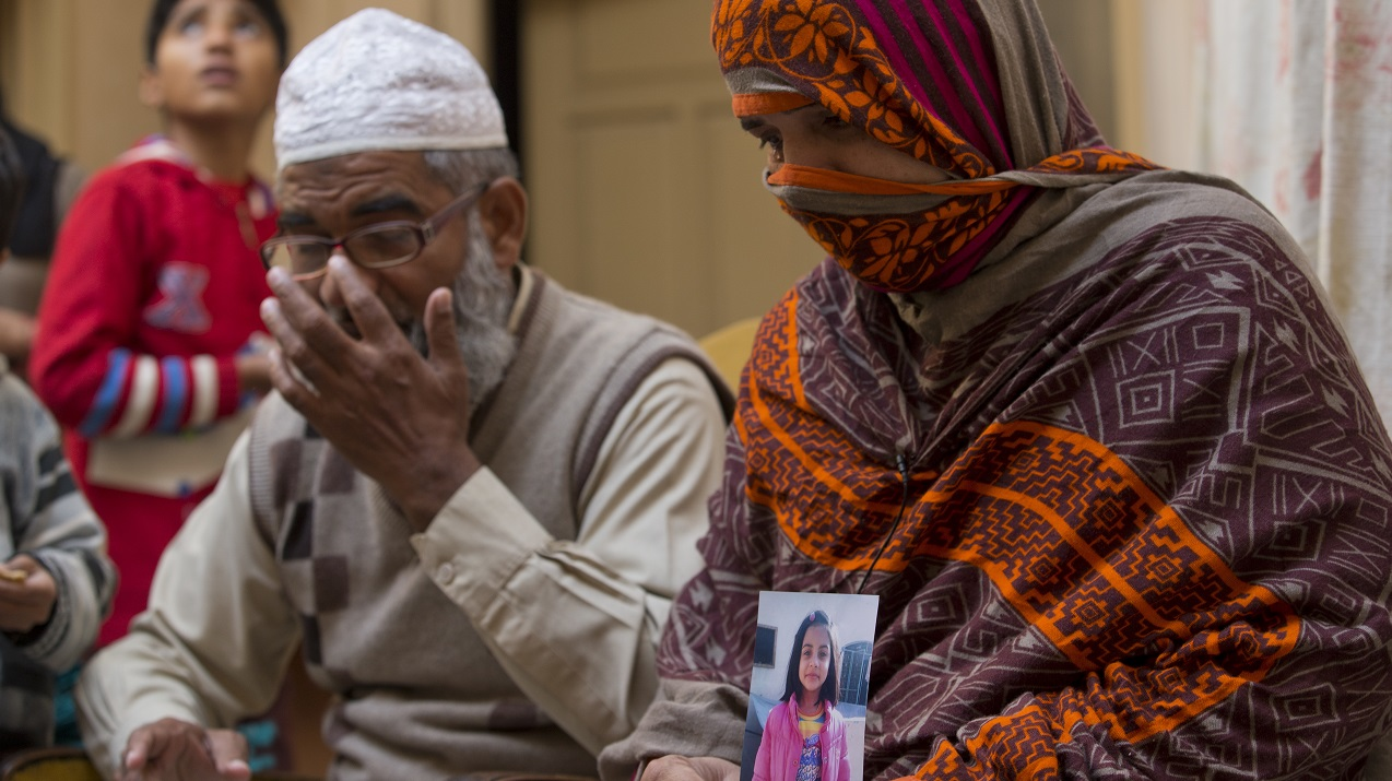 Image: AP, 18 January 2018: Zainab Ansari's parents hold a picture of their daughter