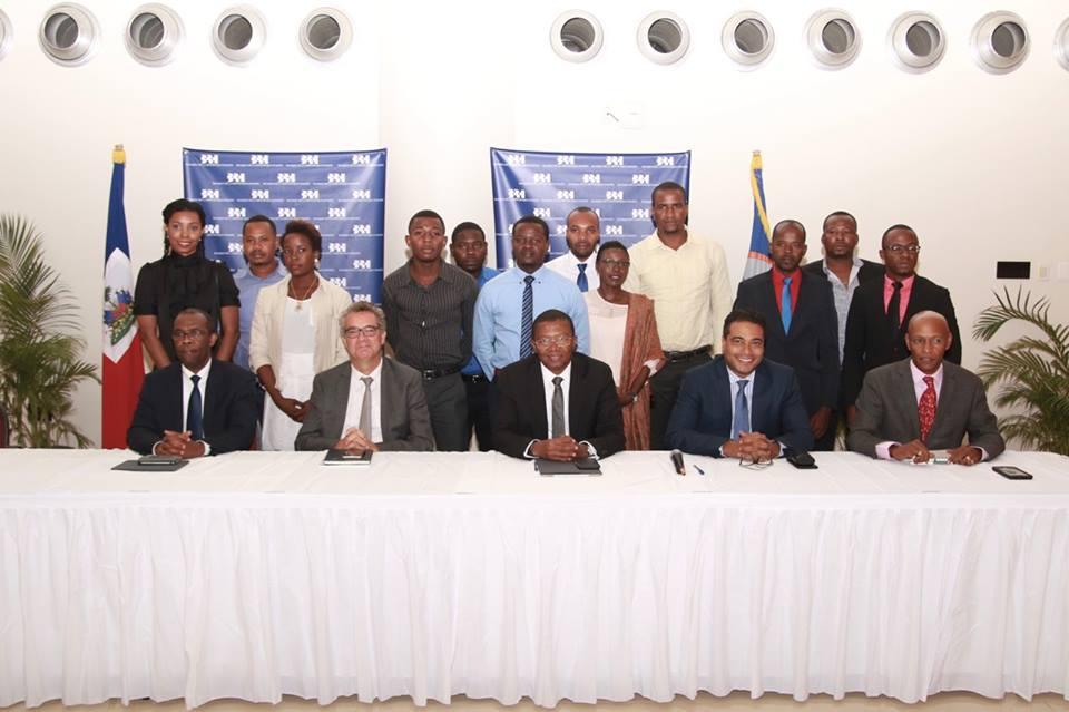 20 étudiants haïtiens bénéficiaires des « Bourses BRH de l'amitié France-Haïti ». Photo: Ambassade de France en Haïti