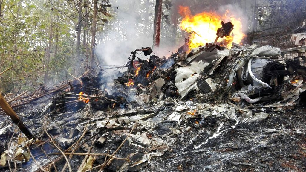 This photo released by Costa Rica's Civil Aviation press office shows the site of a plane crash in Punta Islita, Guanacaste, Costa Rica, Sunday, Dec. 31, 2017 (Costa Rica's Civil Aviation press office via AP)