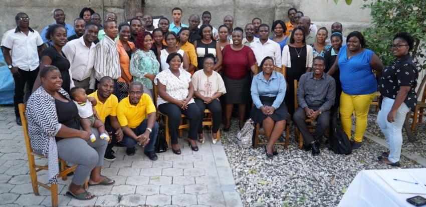 Le Nouveau Conseil d'Administration accompagné des membres de l'équipe du GARR. Photo: Molière Solon