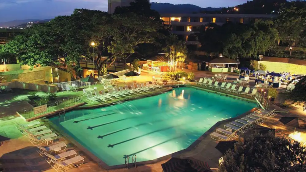 Image of the un-refurbished pool at the Hilton Trinidad and Conference Centre