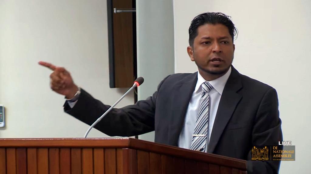 Amzad Abdoel, lid van de Nationale Assemblee aan het woord tijdens de begrotingsbehandeling.