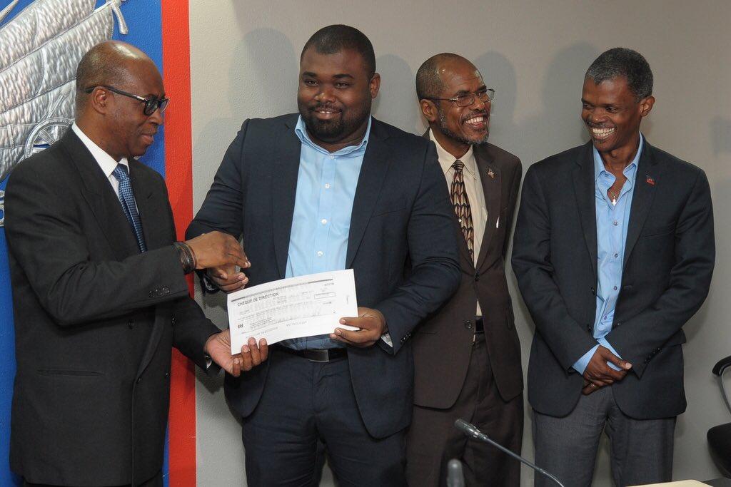 Le Ministre de l'economie et des finances, Jude Patrick Salomon, le president du COSFIPP, Mathias Pierre, et un responsable de parti/ Photo: Twitter MP