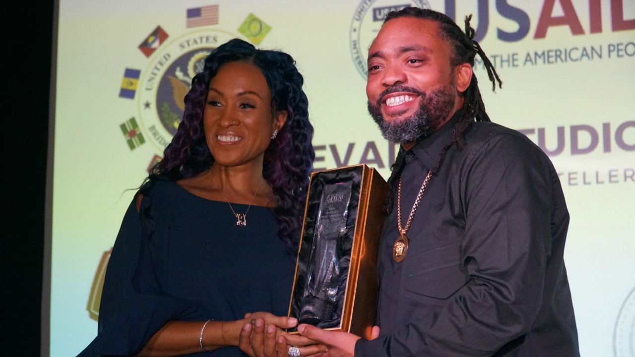 Alison Hinds being presented with the award for Artistic Excellence by Machel Montano.  (Photo: Richard Grimes)