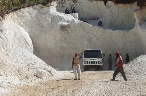 Vu d'une carrière de sable en Haiti. Photo: HPN
