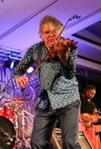 Didier Lockwood donnait, dimanche 11 mars, son unique concert à Port-au-Prince, à l'hotel Karibe, en compagnie de ses musiciens Loïc Ponthieux (batterie), Olivier Louvel (guitare) et Linley Marthe (basse électrique)./Crédit: Josué Azor de Fondation Haiti Jazz