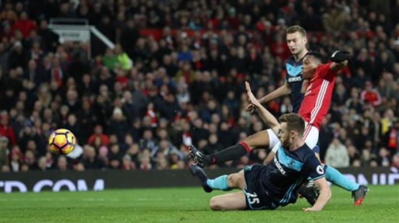 Martial, Pogba score late as Man United beat Middlesbrough | Loop News