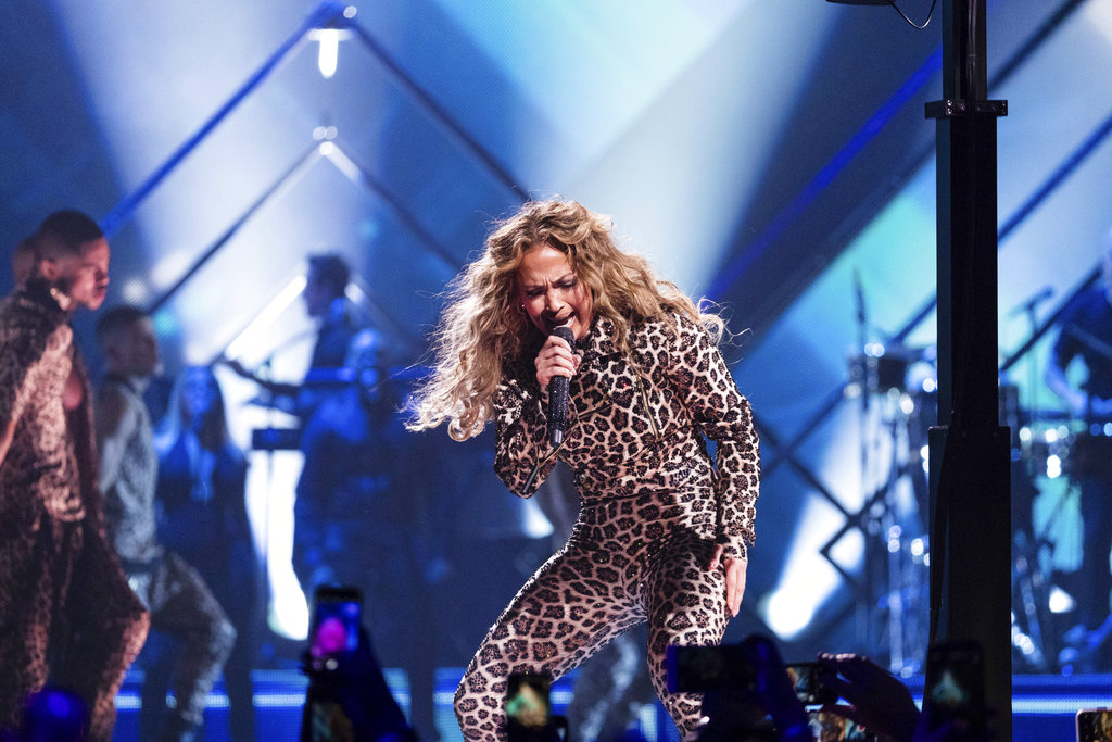 Jennifer Lopez performs at the Directv Super Saturday Night at The Armory in Minneapolis, yesterday. (Photo by Michael Zorn/Invision/AP)