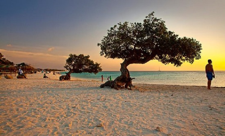 TripAdvisor names Cayman's Seven Mile Beach 5 in the world