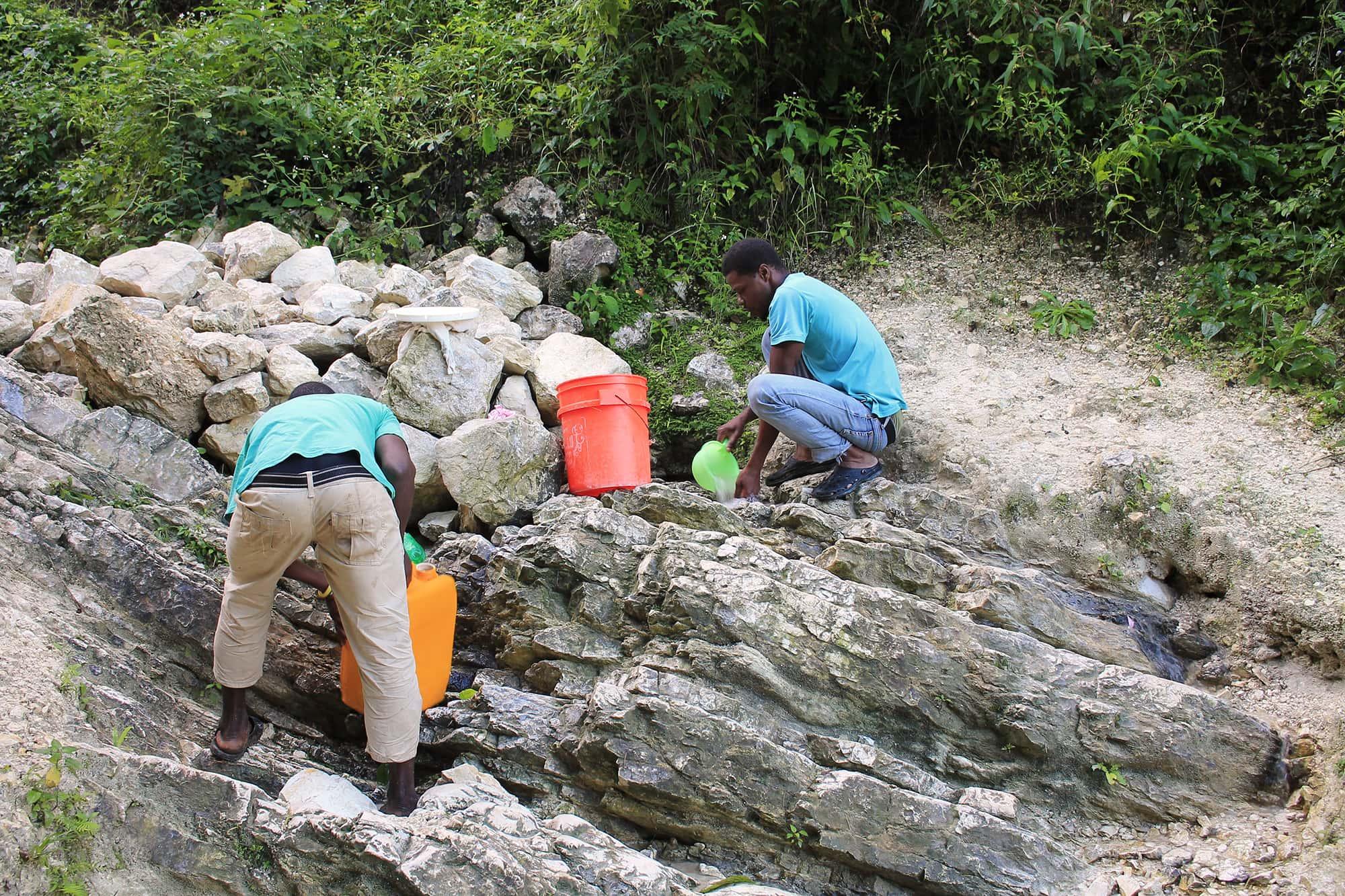 Une source d'eau dans un milieu rural de Pétion-ville. Photo: Ayibopost/Hadson Albert