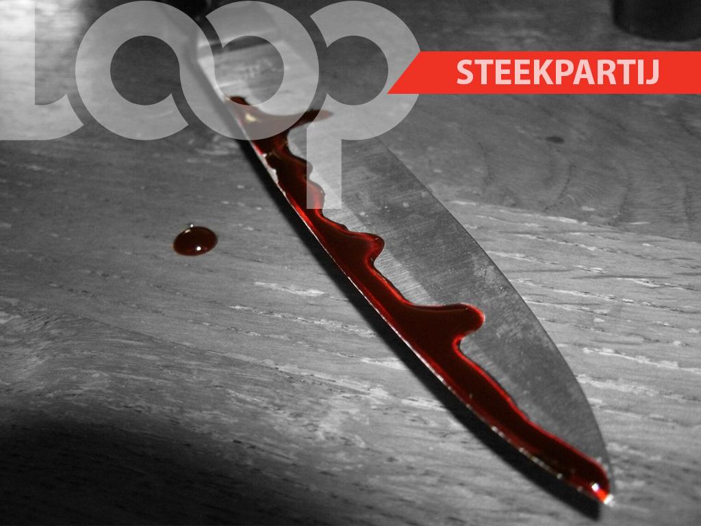 Bij aankomst van de politie troffen de agenten de 27-jarige Malaika B. aan met een scherp voorwerp vast in haar zitvlakte.