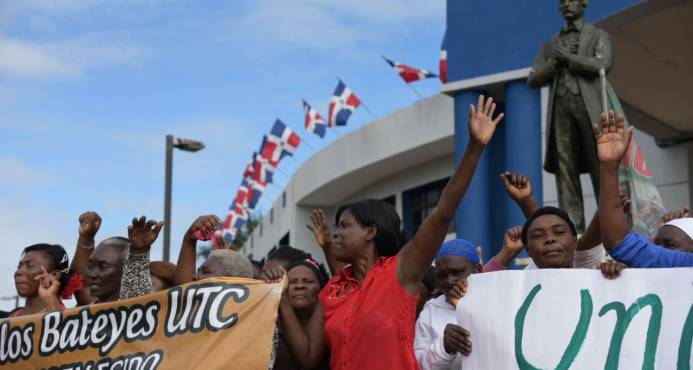 Manifestation de l'Union des Femmes de Cañeras pour exiger le statut de résidence aux travailleurs de la canne-à-sucre. Photo: El nuevo Diario