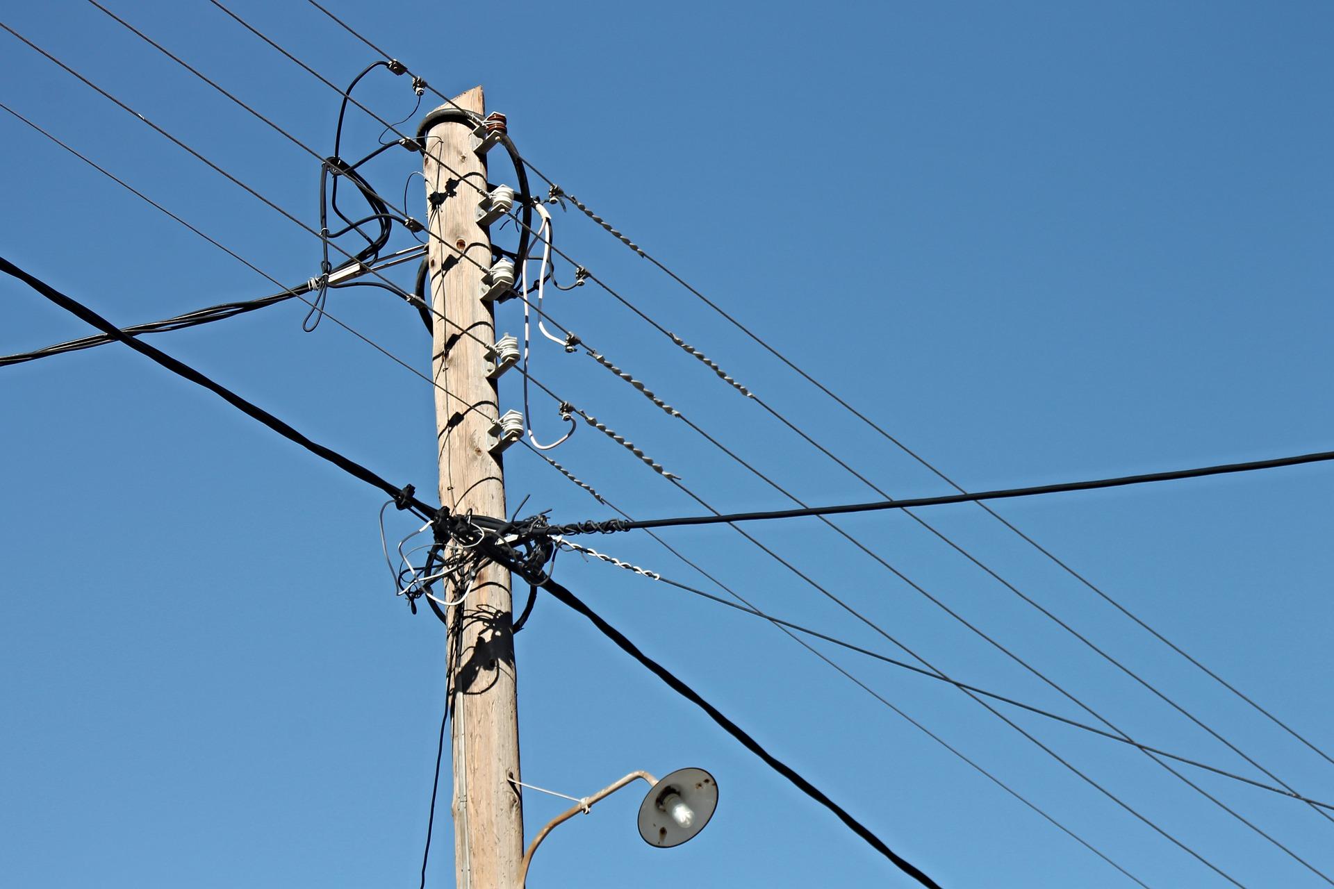 Image d'un poteau électrique. Photo: Pixabay