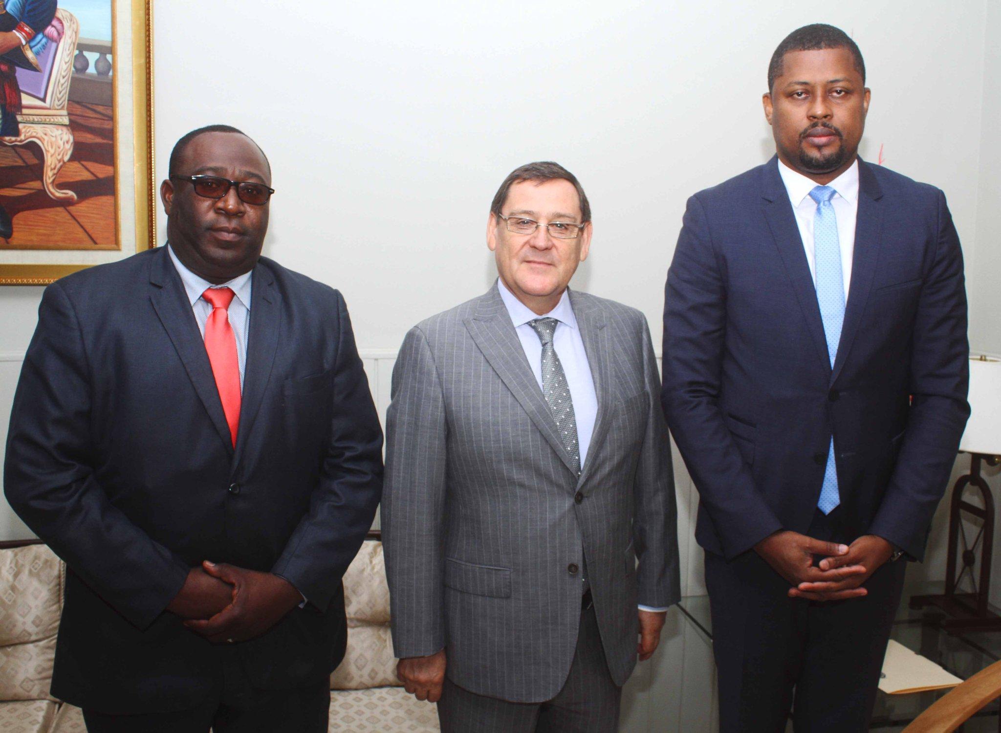 Le Président de la Chambre des Députés, l'Honorable Gary BODEAU ainsi que le Questeur, l'Honorable BERNARD Anouce ont reçu  le mardi 6 Février 2018 au parlement, la visite de courtoisie de l'Ambassadeur du Chili en Haiti, M. Patricio Utreras/ Photo: Twitter Gary Bodeau