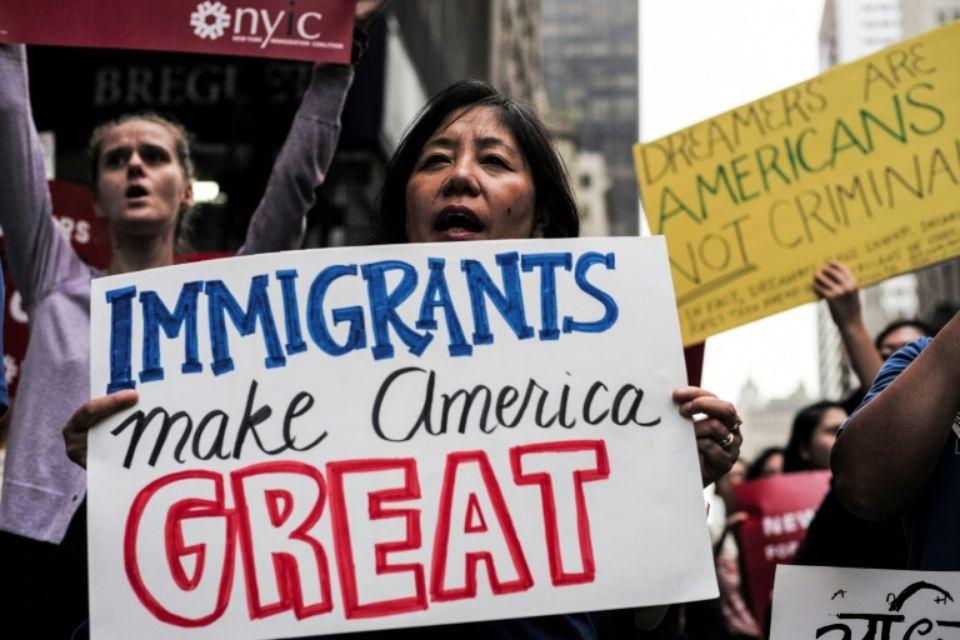 Des jeunes immigrés manifestent le 5 octobre 2017 à New York contre l'abrogation par le président américain Donald Trump d'un décret les protégeant de l'expulsion Photo Jewel SAMAD. Photo : AFP