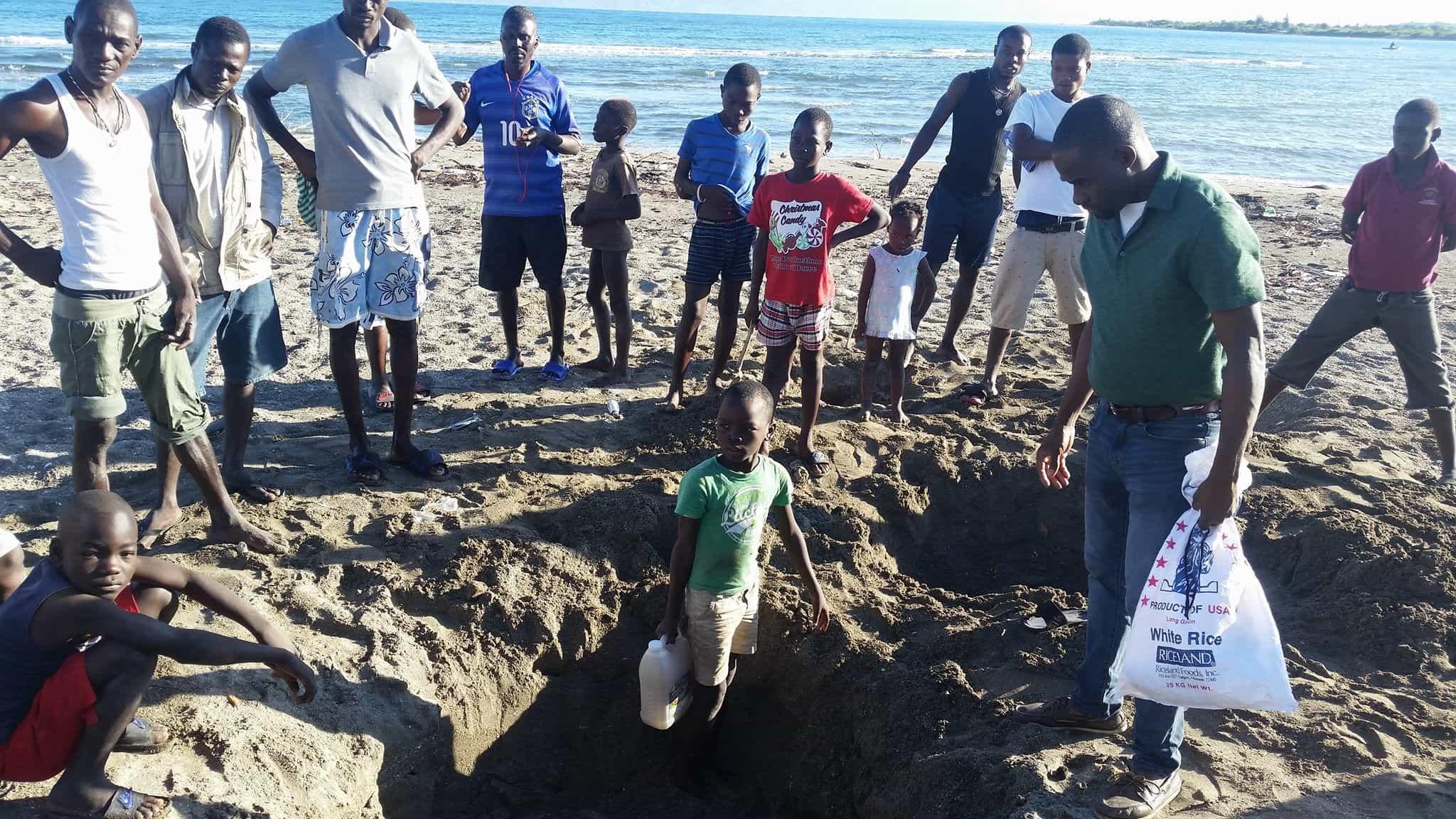 Un enfant a trouvé un trou d'eau dégageant une forte odeur de pétrole à Haut-Fourneau, Port-de-Paix.