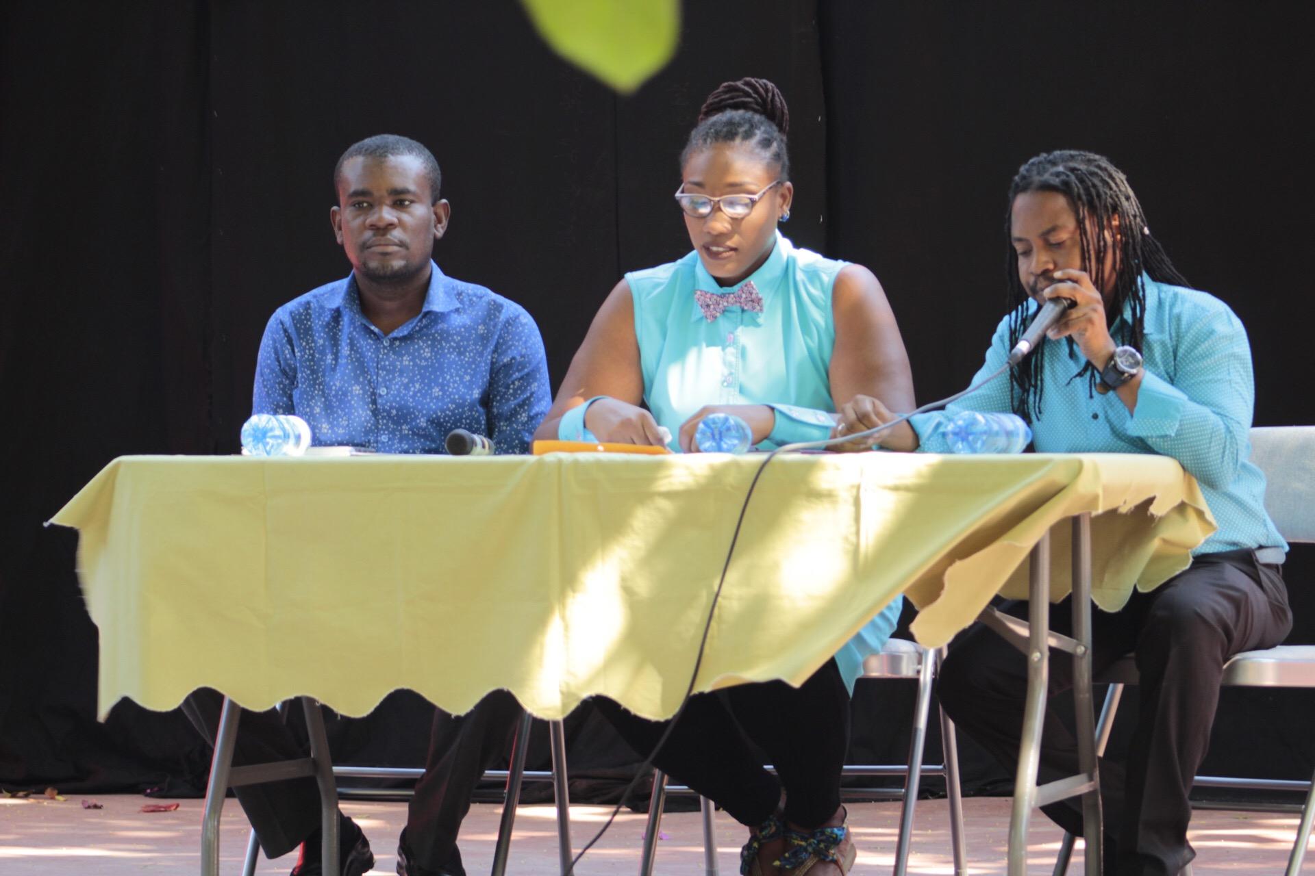 De gauche à droite: Amos César, Gaëlle Bien-aimé et Billy Elucien de l'Association des professionnels du Théâtre Haïtien (APTH). Photos : David Duverseau