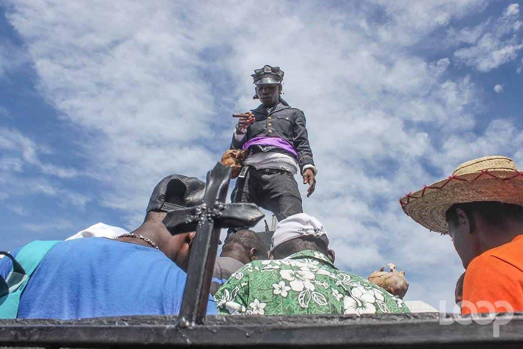 Des adeptes vaudous au cimetière de Port-au-Prince. Photo: Loop Haïti