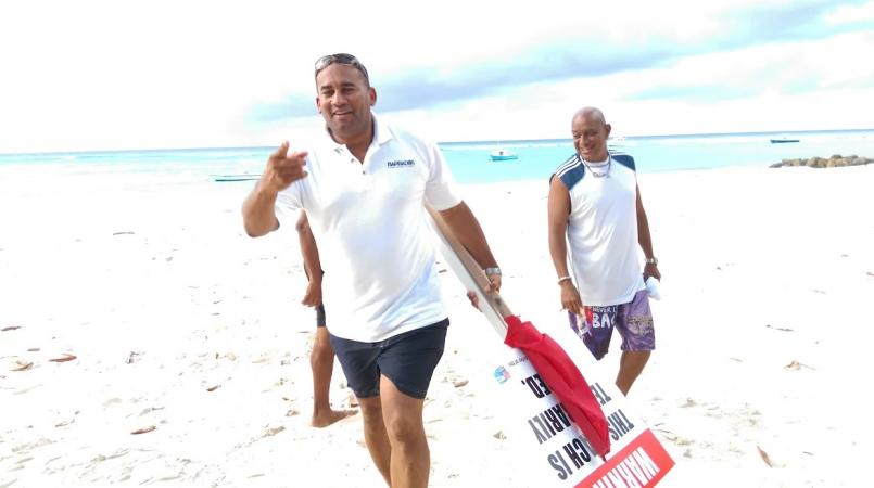 (FILE) When there was a previous scare, the Tourism Minister took a swim to show the beach is safe.