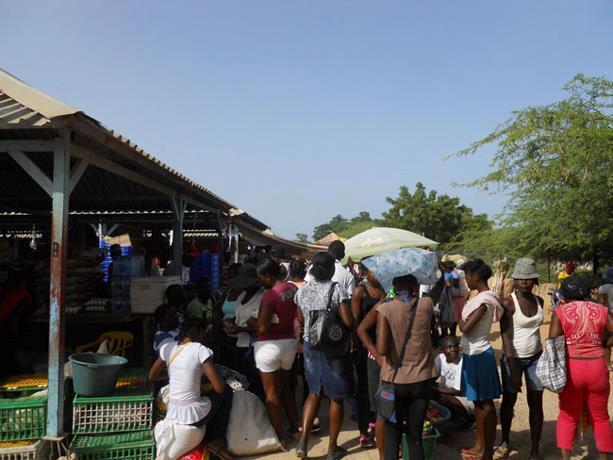 Image des Haïtiens créant le désordre à la frontière. Photo : Listin Diario