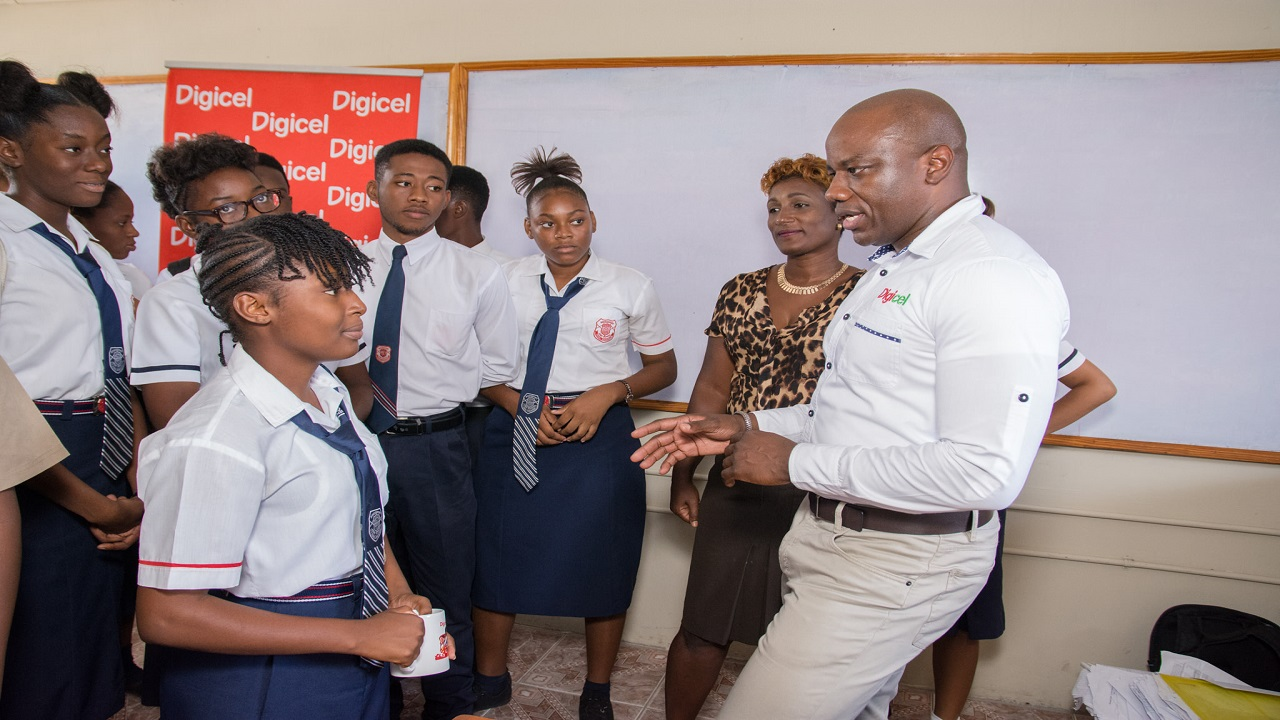 Digicel's Regional Communications Manager, Elon Parkinson in discussion with students.