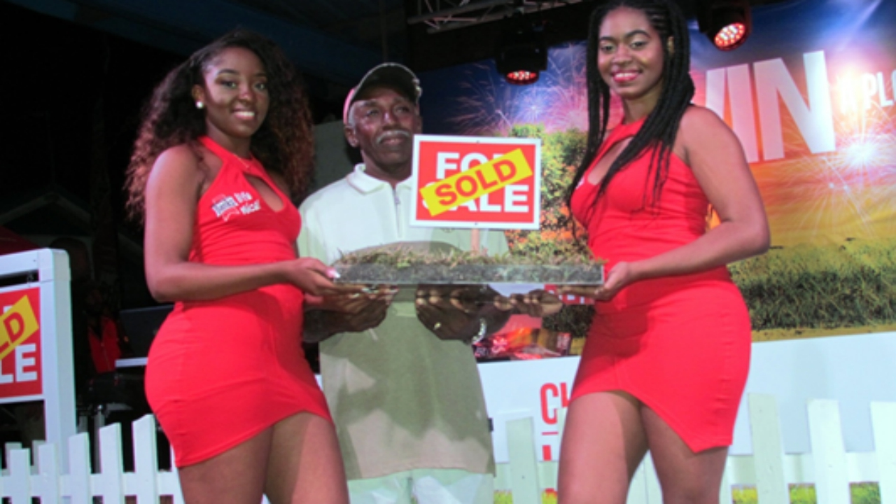 The grand prize winner of Banks Beer's Cheers to my Land promotion, Anderson Baker (centre), poses for photographs with the Banks promotional girls.