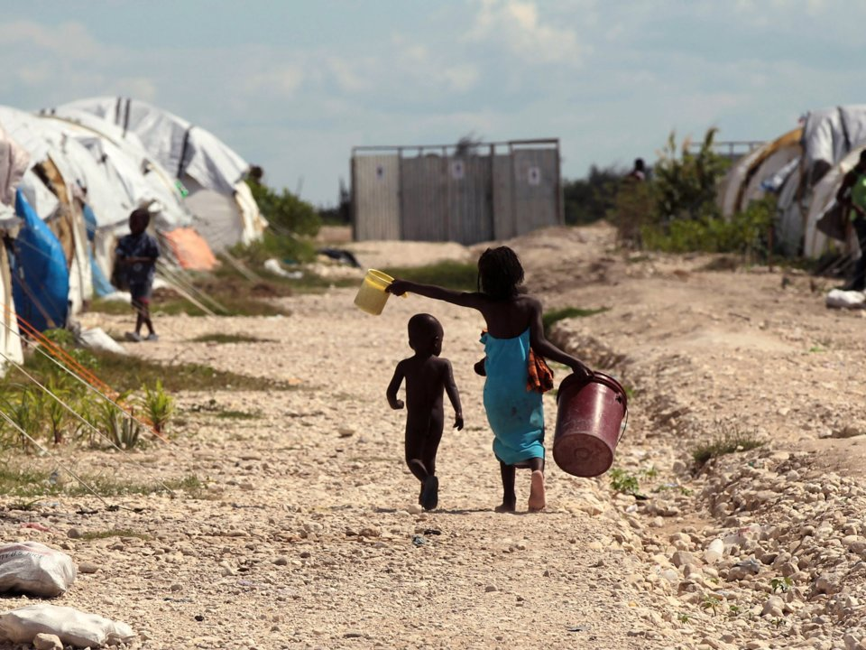 Image de deux enfants en Haiti. Photo: Business Insider