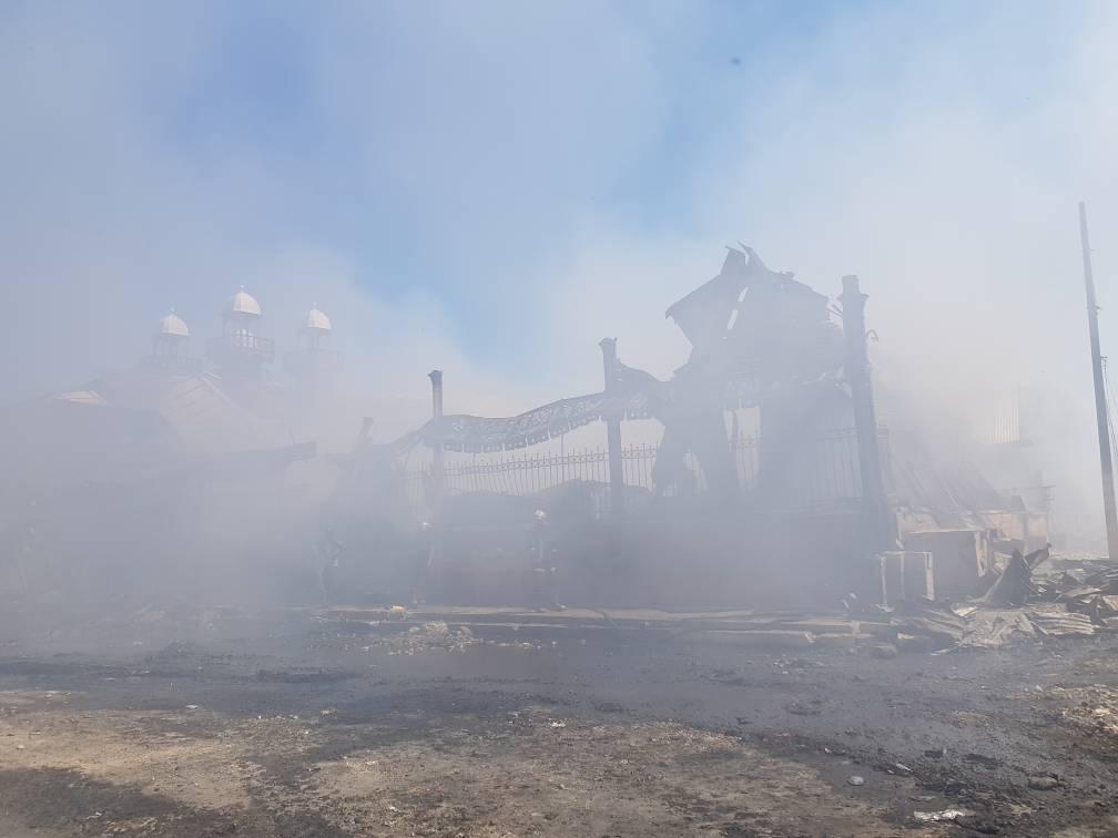 Incendie du Marché en fer dans la nuit du lundi 12 au mardi 13 février 2018. Photo: Widlore Merancourt/LoopHaïti