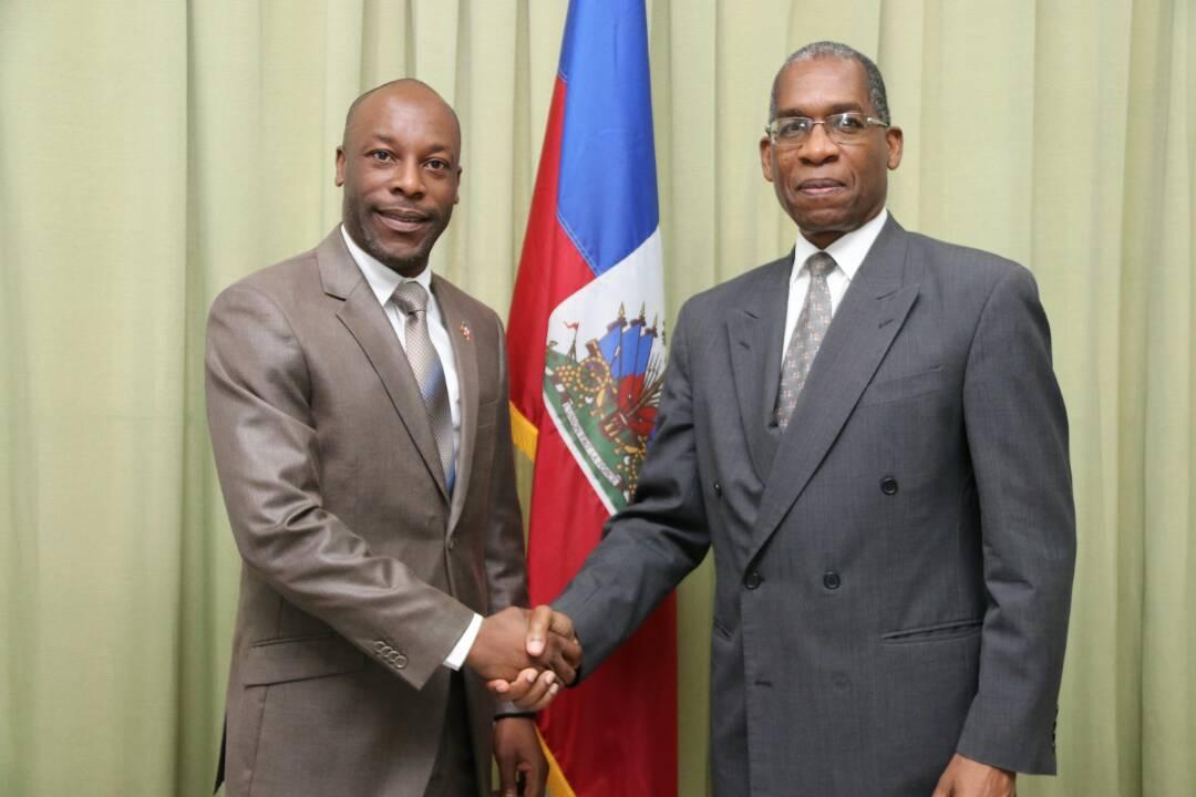 Le chef de la Commission des Affaires Etrangères du sénat rencontre Rodrigue. Crédit Photo : Georges Dupé