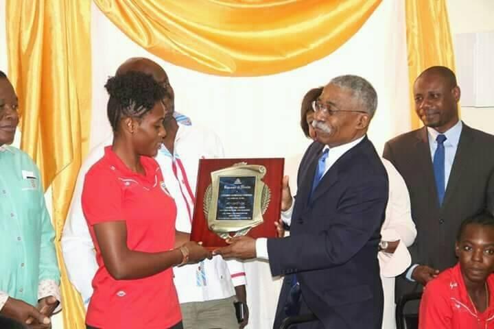 Le Sénat fait un don de 25 000 dollars US à la sélection féminine U20 haïtienne. /Marc Johnsen Azard