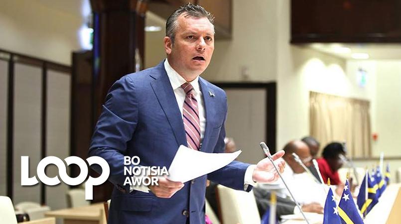 Gerrit Schotte durante un reunion den Parlamento.