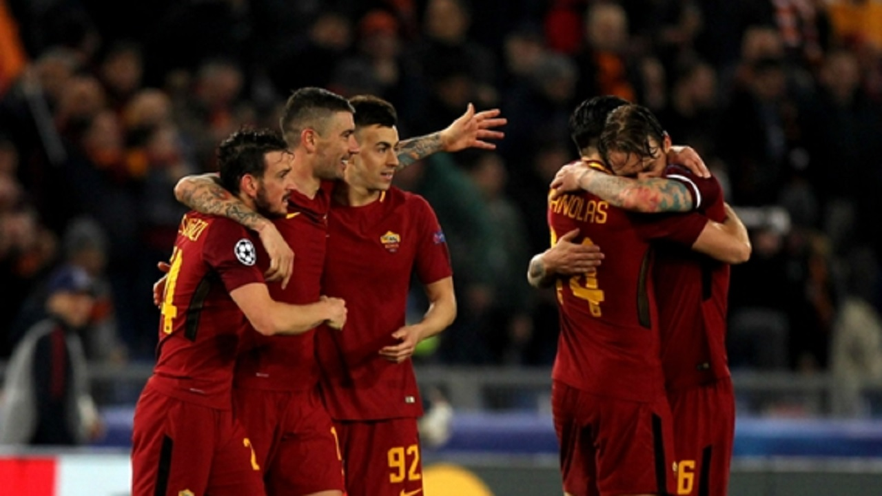 Roma celebrate against Shakhtar Donetsk.